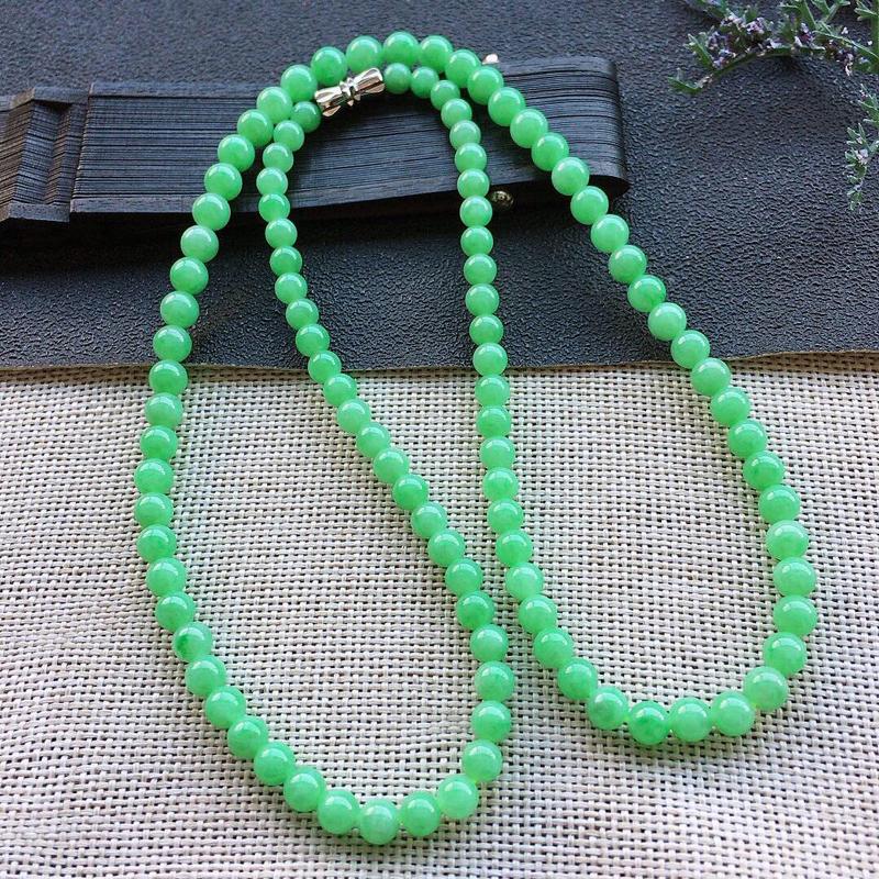 精品翡翠项链,雕工精美,玉质莹润,尺寸:链长:520MM,玉:5.6MM,总质量:24.8g
