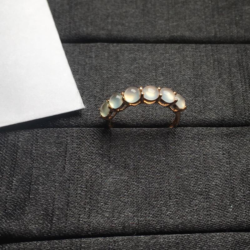 18K金拼镶冰种起光蛋面戒指,颗颗完美饱满,裸石尺寸:4*3.7*2.2mm,整体尺寸:20.7*4