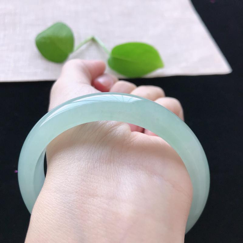 【正圈:58.5。天然翡翠A货。冰糯种晴绿手镯。玉质莹润,佩戴清秀优雅。尺寸:58.5*13.2*7.6mm】图9