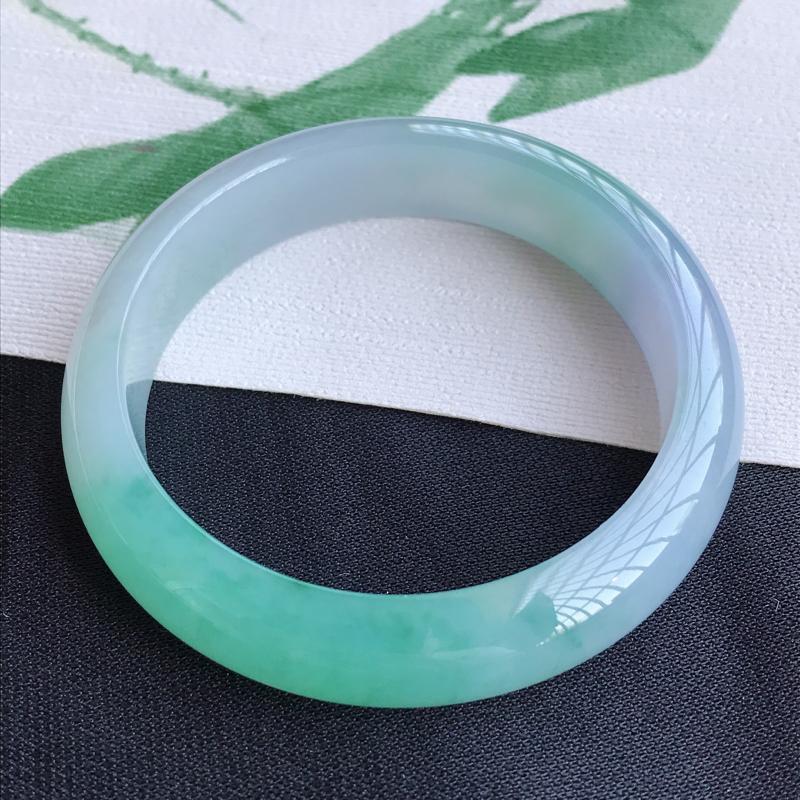 圈口55mm天然翡翠A货老坑冰糯种飘绿正圈手镯,圈口:55×12.2×6.8mm,料子细腻,水头好,