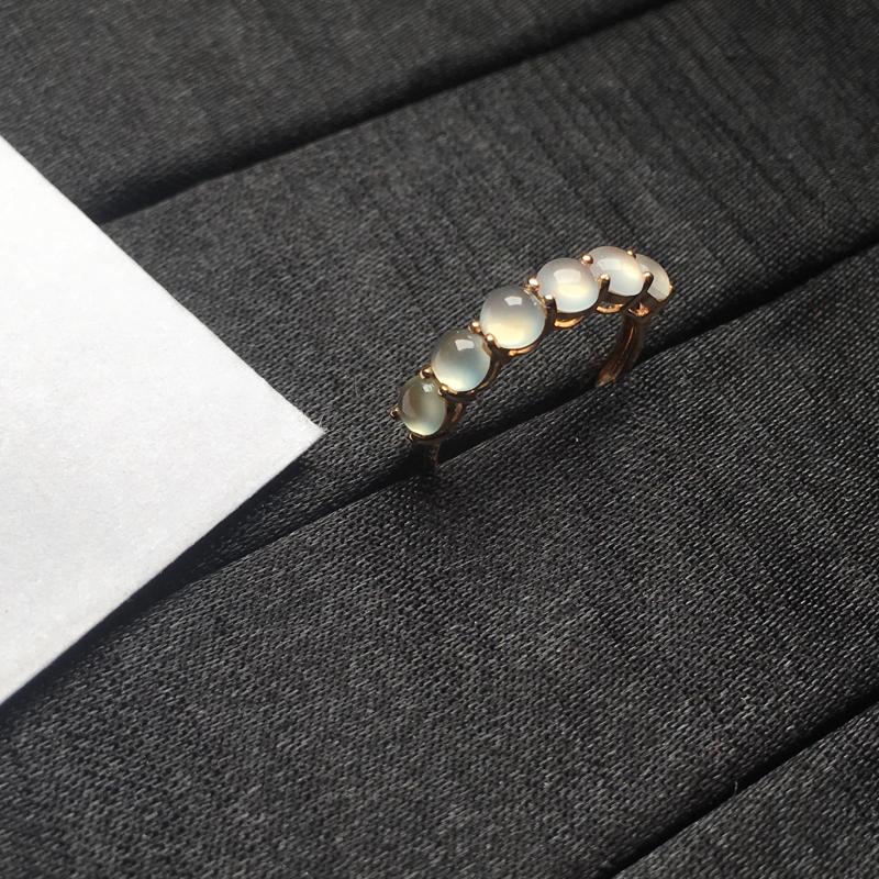【18K金拼镶冰种起光蛋面戒指,颗颗完美饱满,裸石尺寸:4*3.7*2.2mm,整体尺寸:20.7*4*4.3mm,指圈:11号(下单前请先咨询)】图3