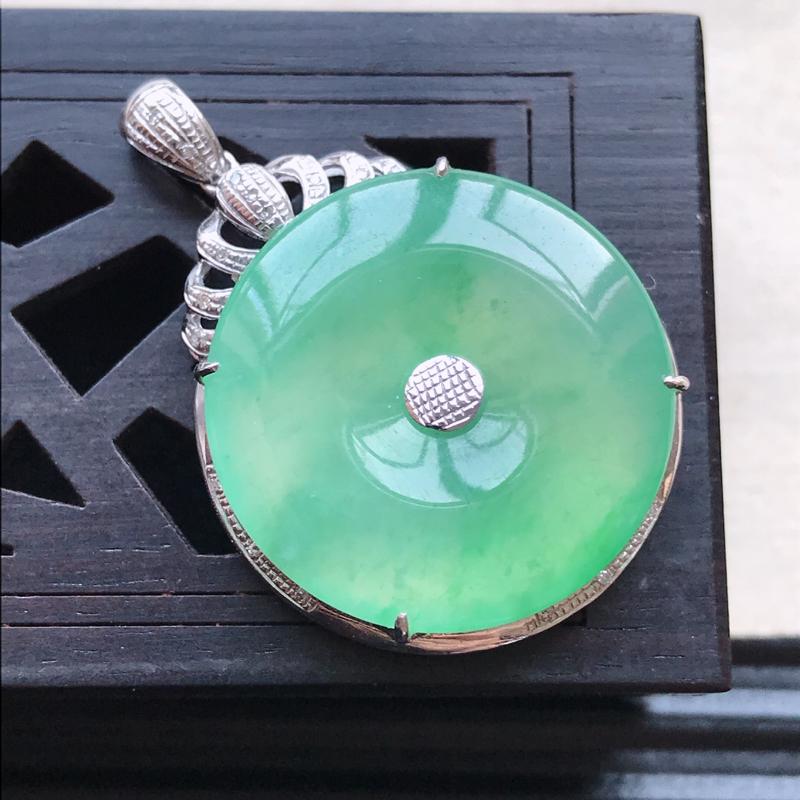 天然翡翠A货18K金镶嵌伴钻冰糯种浅绿精美平安扣吊坠,含金尺寸32.9-22