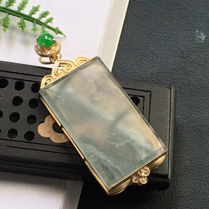 缅甸翡翠18K金伴钻镶嵌素面牌吊坠,颜色好,玉质细腻,雕工精美,佩戴送礼佳品,包金尺寸:40.4*1