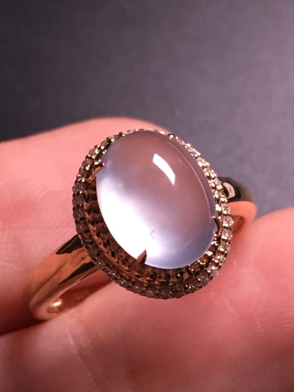 翡翠A货,高冰蛋面戒指,18k真金真钻镶嵌,完美,种水超好,玉质细腻。整体尺寸:12.8*10.9*
