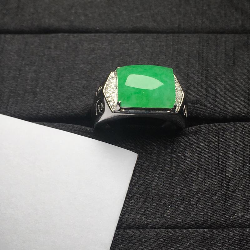 18K金钻石镶嵌果阳绿男戒,实物完美,重金打造,祼石尺寸:13.2*10.7*3.6mm,整体尺寸: