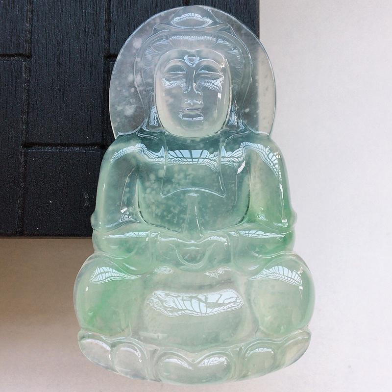 自然光实拍,缅甸a货翡翠,冰种木那飘绿观音,种好冰透,起光,雪花棉细腻,颜色漂亮,品质佳