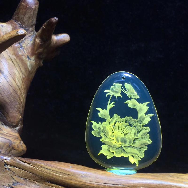 天然有机宝石、墨西哥阴雕挂件蓝珀,大师级纯手工雕刻工艺,「国色天香」,牡丹花姿盛放,寓意万物欢欣,四