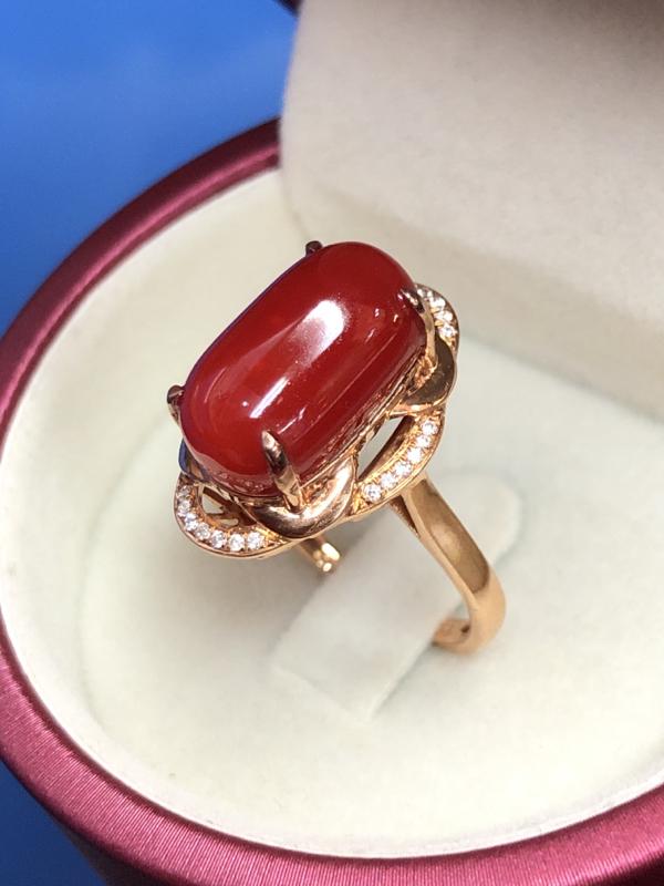 【红珊瑚大面豪华戒指💍】日本阿卡材料,颜色牛血红色,光泽水嫩柔润透亮,沉睡千年的海中瑰宝,火红诱人的