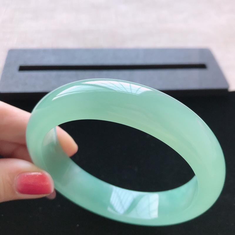 【正圈:58。天然翡翠A货。冰糯种满绿手镯。冰润起胶感,佩戴高贵优雅。尺寸:58*14.5*8.5mm】图7