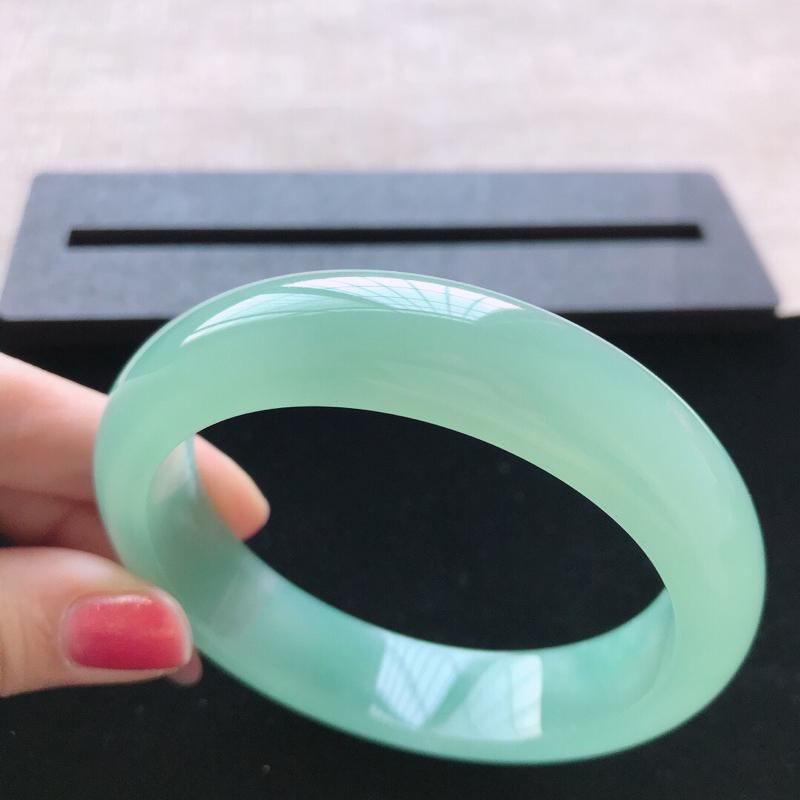 【正圈:58。天然翡翠A货。冰糯种满绿手镯。冰润起胶感,佩戴高贵优雅。尺寸:58*14.5*8.5mm】图6
