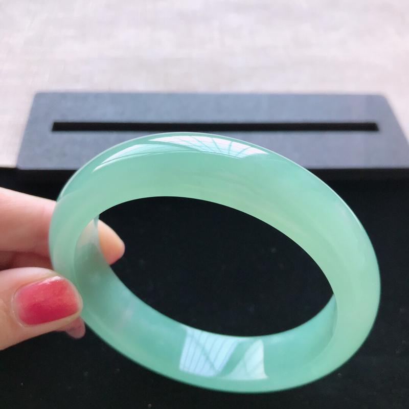 【正圈:58。天然翡翠A货。冰糯种满绿手镯。冰润起胶感,佩戴高贵优雅。尺寸:58*14.5*8.5mm】图5