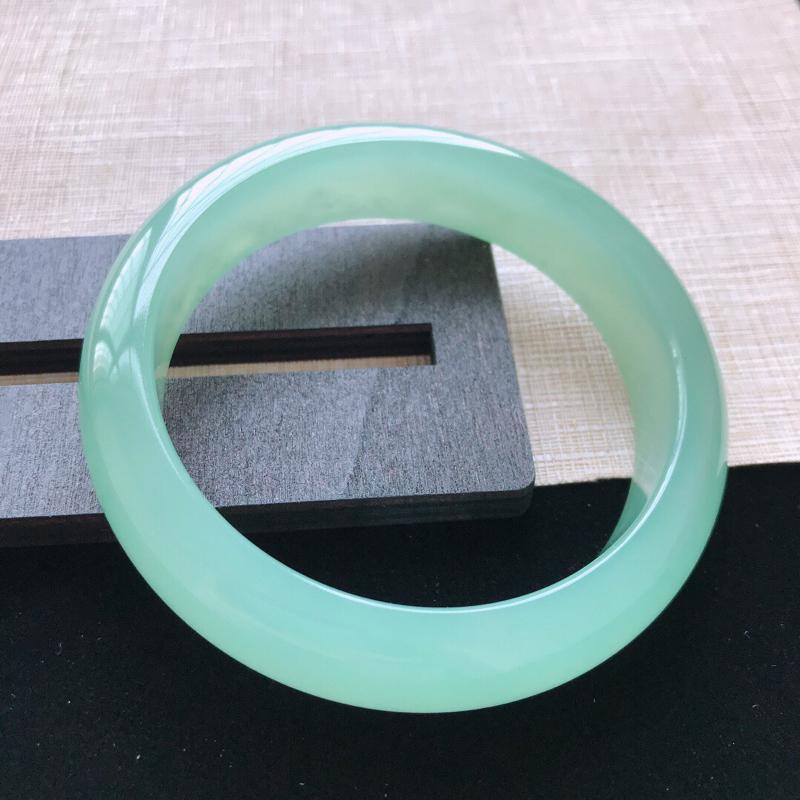 【正圈:58。天然翡翠A货。冰糯种满绿手镯。冰润起胶感,佩戴高贵优雅。尺寸:58*14.5*8.5mm】图3