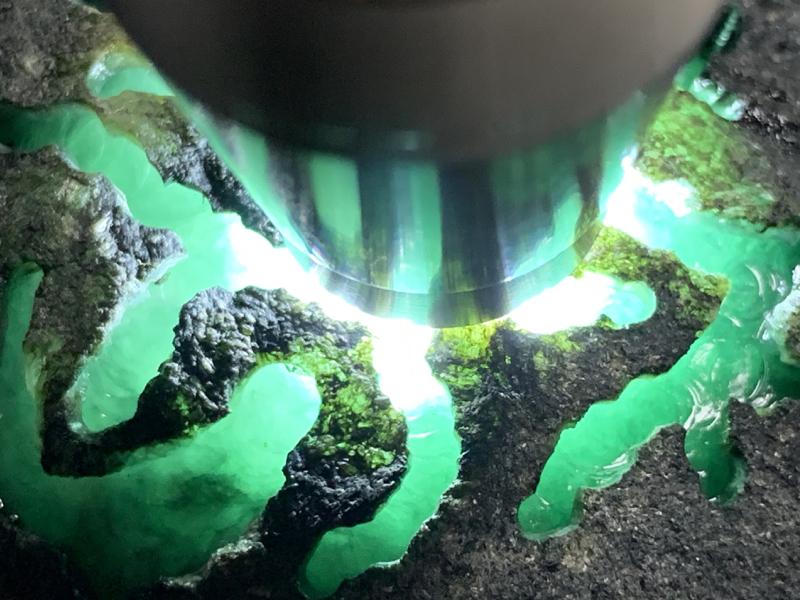 #免费切石解石加工手镯# 【名称】1.95公斤莫西沙开窗料。 【重量】1.95公斤【尺寸】 160*