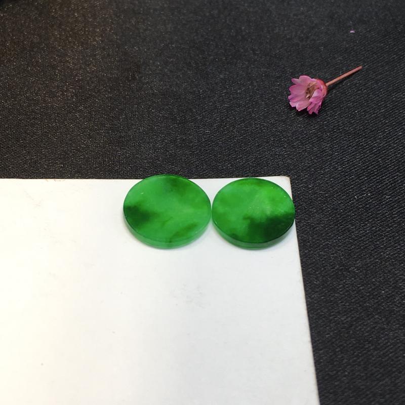 一对绿圆牌戒面,完美,底庄细腻,镶嵌后效果更显档次,性价比高,推荐,尺寸11.7*2/11.2*1.