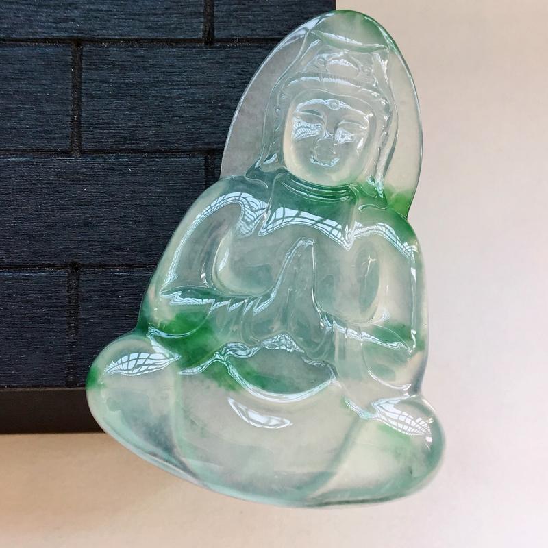 自然光实拍,缅甸a货翡翠,冰种飘绿花观音,种好通透,水润细腻,花色漂亮,品质高档