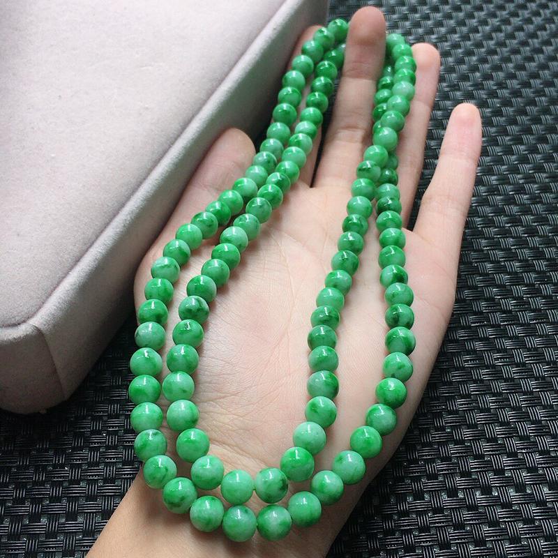 缅甸翡翠飘花圆珠项链,自然光实拍,颜色漂亮,玉质莹润,佩戴佳品,单颗尺寸:7.1mm,108颗,重7