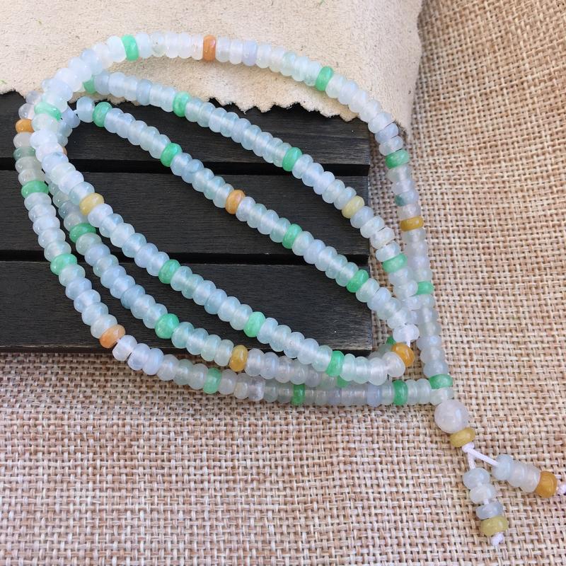 自然光实拍,缅甸a货翡翠,三彩珠子项链,玉质细腻,漂亮,品相佳,可直接佩戴,还能当手链佩戴