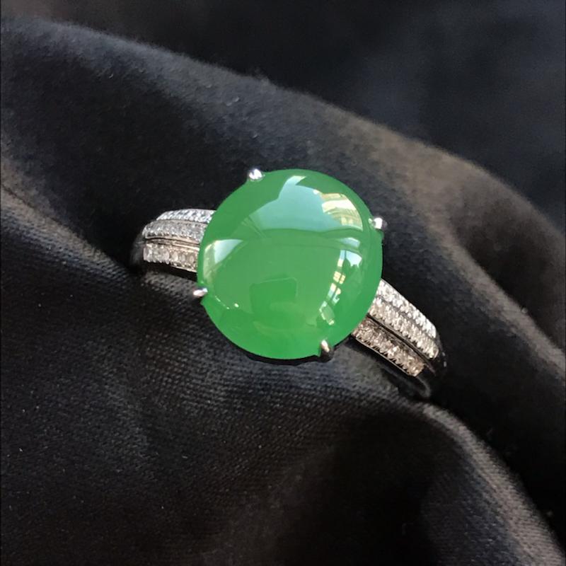 【原价1.5万元】*天然翡翠A货,满绿蛋面戒指,料子细腻,色泽鲜艳,冰透水润,豪华镶嵌,18K金伴钻