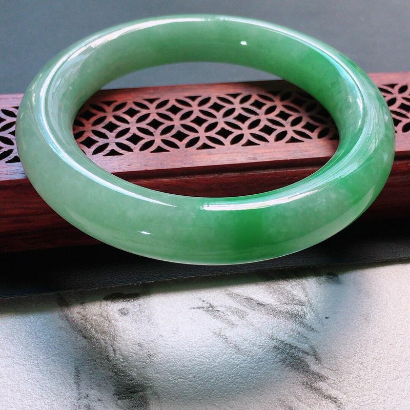 【原价2.1万元】*缅甸翡翠56圈口带绿圆条手镯,自然光实拍,颜色漂亮,玉质莹润,佩戴佳品,尺寸:5