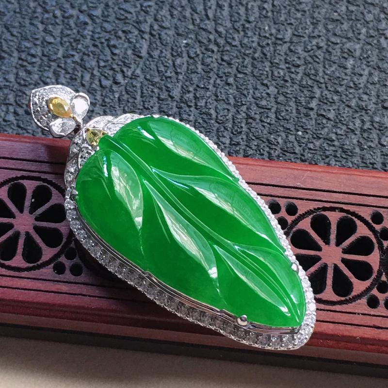 缅甸翡翠18K金伴钻镶嵌满绿叶子吊坠,颜色好,玉质细腻,雕工精美,佩戴送礼佳品,包金尺寸: 46.4