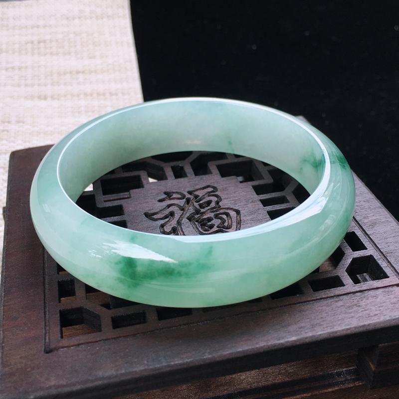 圈口:59,天然翡翠A货—飘绿莹润宽边正圈手镯,尺寸:59/15.3/7.6