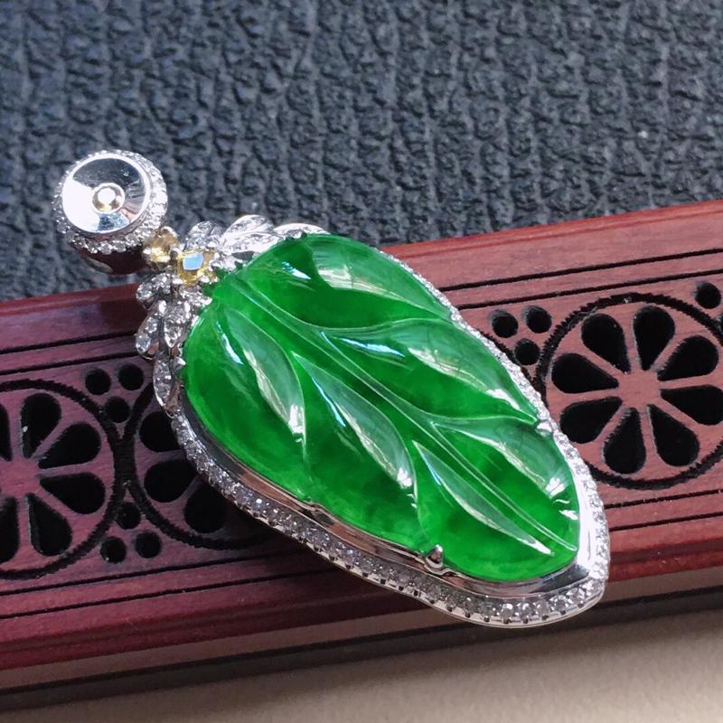 缅甸翡翠18K金伴钻镶嵌满绿叶子吊坠,颜色好,玉质细腻,雕工精美,佩戴送礼佳品,包金尺寸: 41.9