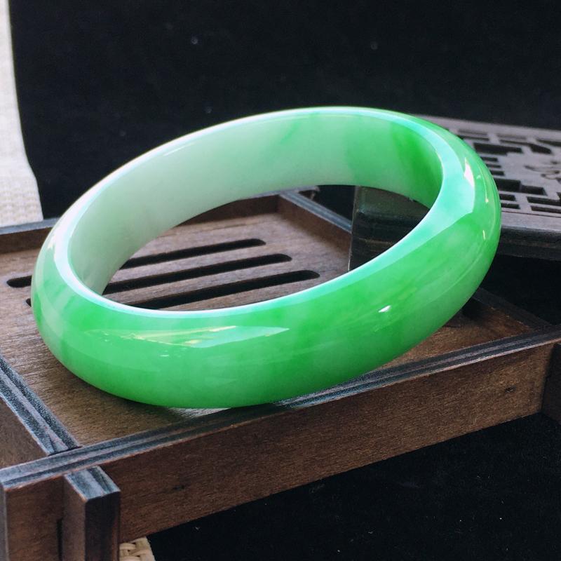 圈口:57,天然翡翠A货—阳绿莹润宽边正圈手镯,尺寸:57.3/14/8,小细
