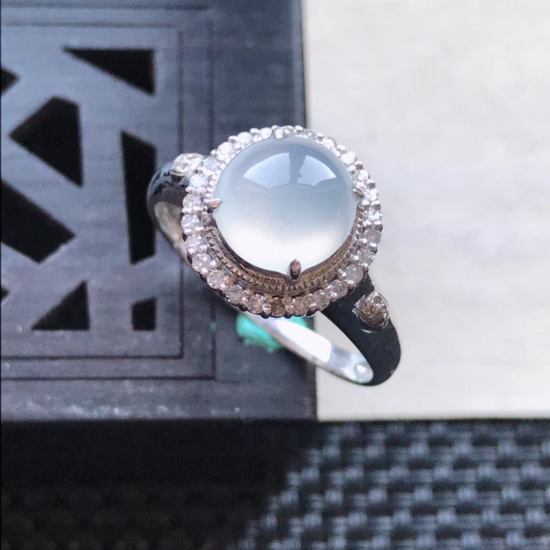 天然翡翠A货18K金镶嵌伴钻冰糯种白冰精美蛋面戒指,内径尺寸18.2mm,裸石尺寸7.8-3mm,玉