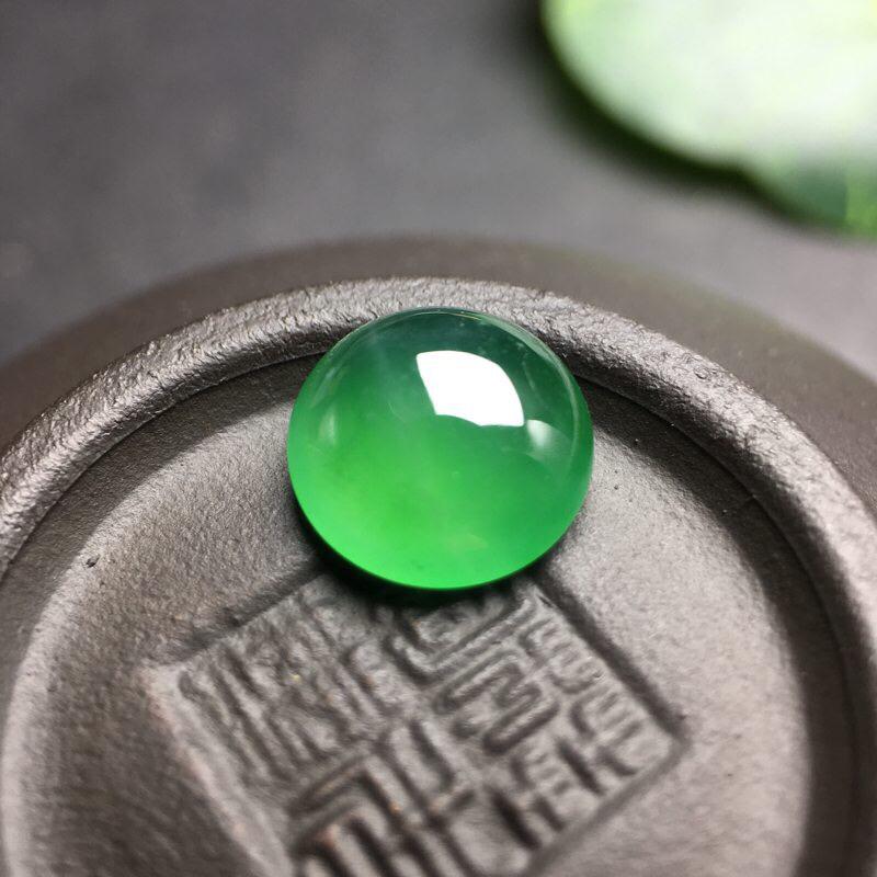 ❤️满绿正圆蛋面裸石:种老水足,色泽漂亮,干净透光,圆润饱满,生活圆满,财源滚滚寓意寓意佳,镶嵌效果