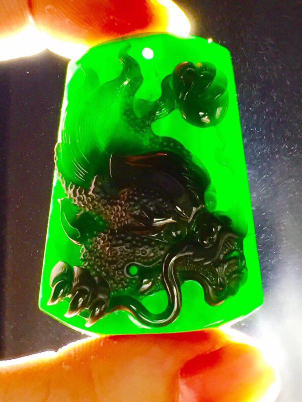 墨翠 【龙头霸业】完美无裂纹,细腻干净,黑度极黑,性价比高,雕工精湛,打灯透绿