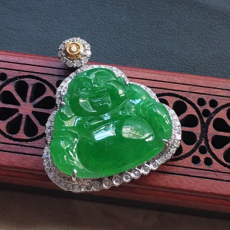 缅甸翡翠18K金伴钻镶嵌满绿佛公吊坠,颜色好,玉质细腻,雕工精美,佩戴送礼佳品,包金尺寸: 28.9