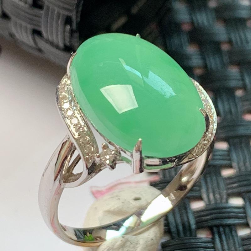 缅甸a货翡翠,18k金伴钻满绿戒指,玉质细腻,颜色艳丽,有种有色,佩戴效果更佳,整体造型16.1_1