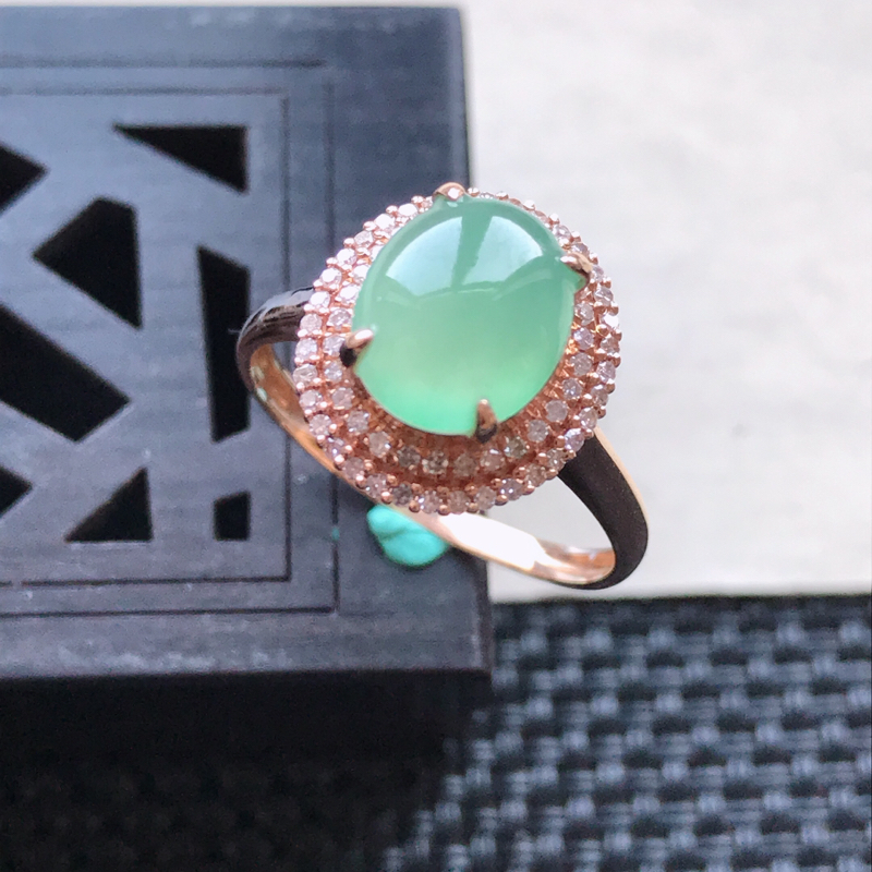 天然翡翠A货18K金镶嵌伴钻冰糯种浅绿精美蛋面戒指,内径尺寸18.6mm,裸石尺寸9-7.5-3mm