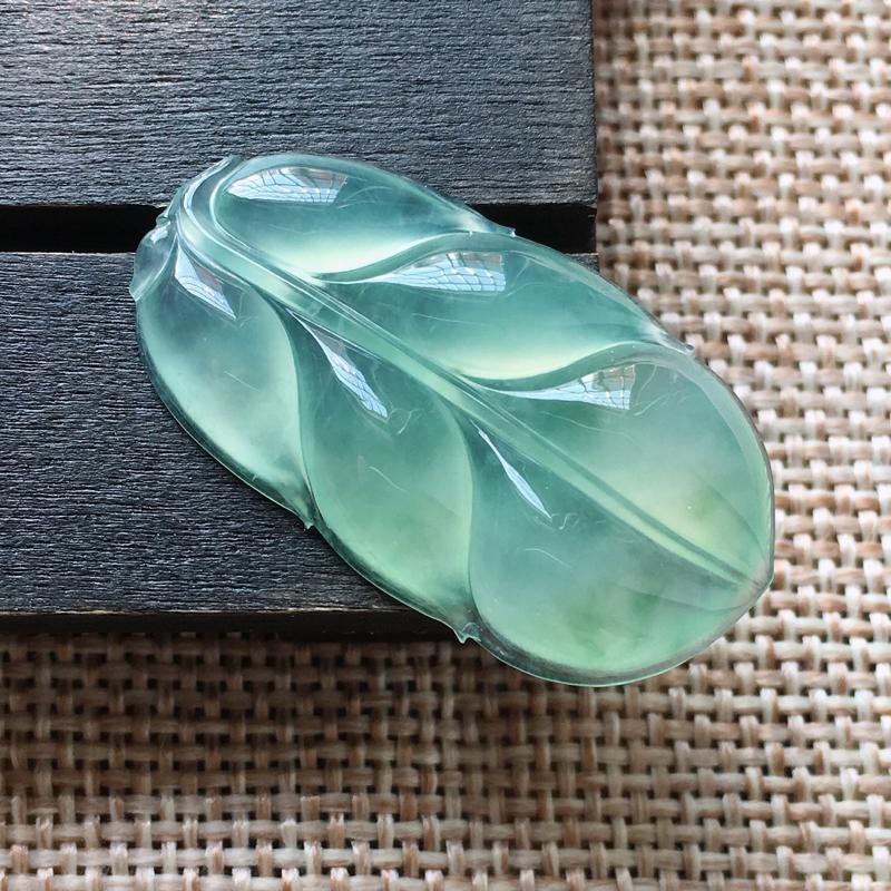 自然光实拍,缅甸a货翡翠,冰种叶子,种好水润,玉质细腻,漂亮,品相佳,无孔需镶嵌