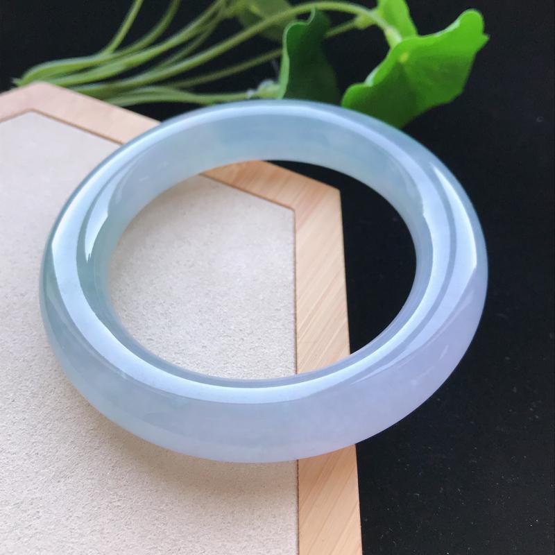 天然翡翠A货冰糯种淡紫圆条手镯,尺寸57.9-12.4-12.4mm,玉质细腻,种水好,胶感十足,底