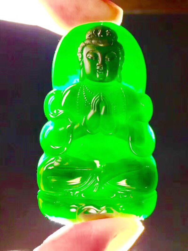 墨翠 【立体观音】完美无裂纹,细腻干净,黑度极黑,性价比高,雕工精湛,打灯透绿 .