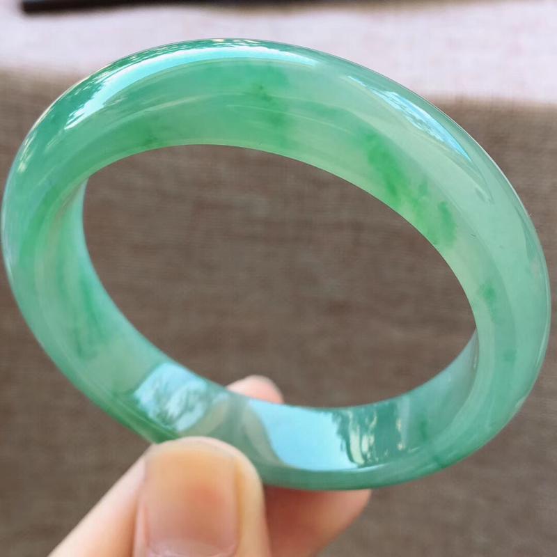 细腻满绿小圈口宽边正装54圈口手镯,完美无纹裂,尺寸54*13*8mm,