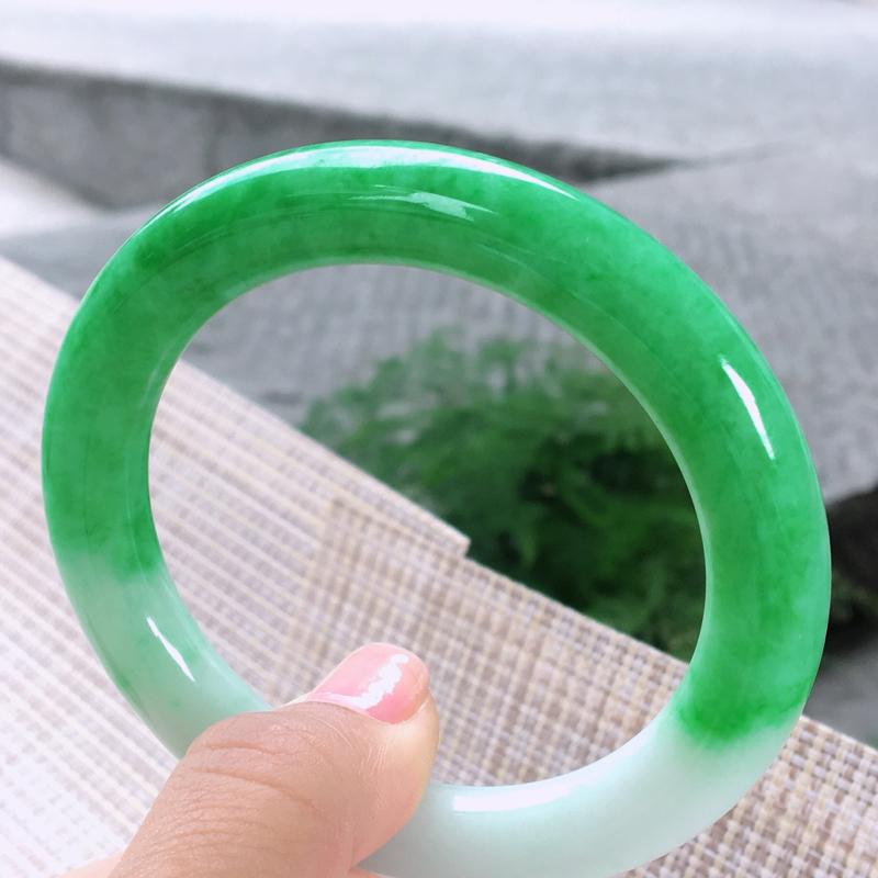 圆条55-56,天然A货翡翠-老坑莹润,精美飘绿,高档精美,颜色漂亮,圆条玉手镯 完美无纹裂,尺寸圈
