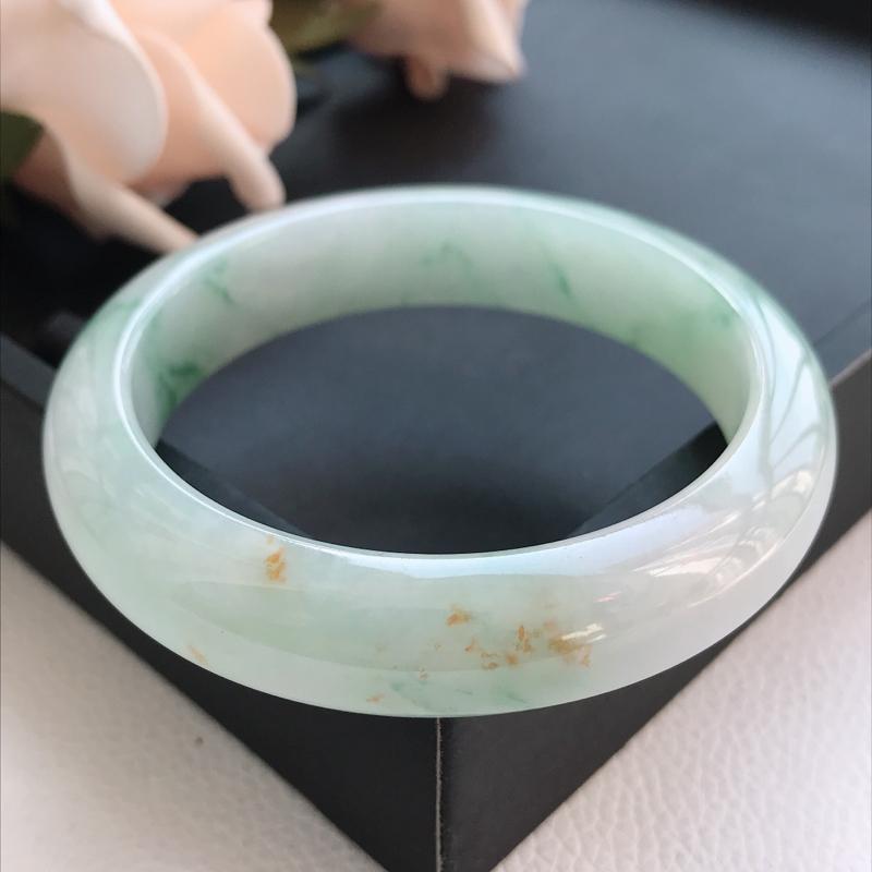 自然光拍摄 圈口55mm 细糯种洒金花正圈手镯C157 玉质细腻水润,条形大方,高贵优雅,端庄大气