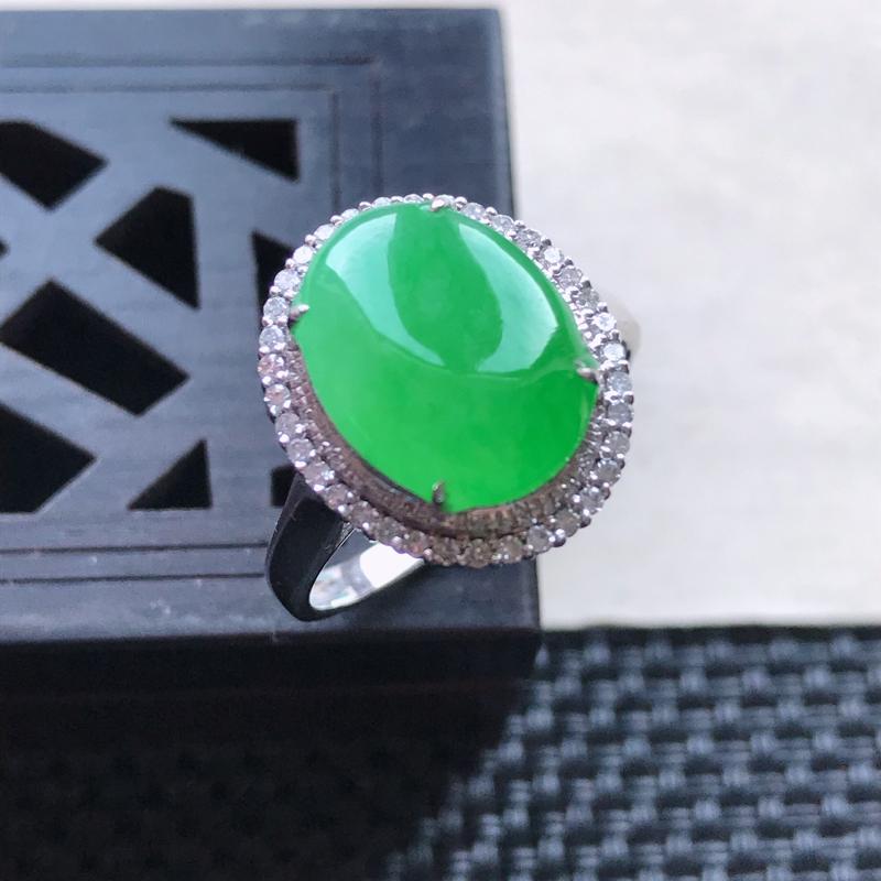 【天然翡翠A货18K金镶嵌伴钻糯化种满绿精美蛋面戒指,内径尺寸18.5mm,裸石尺寸12-9.4-3.3mm,玉质细腻,种水好 胶感十足,底色漂亮,上身效果漂亮】图5