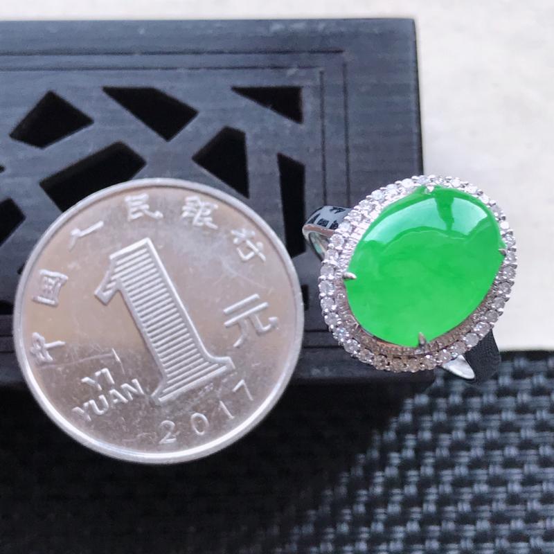 【天然翡翠A货18K金镶嵌伴钻糯化种满绿精美蛋面戒指,内径尺寸18.5mm,裸石尺寸12-9.4-3.3mm,玉质细腻,种水好 胶感十足,底色漂亮,上身效果漂亮】图7