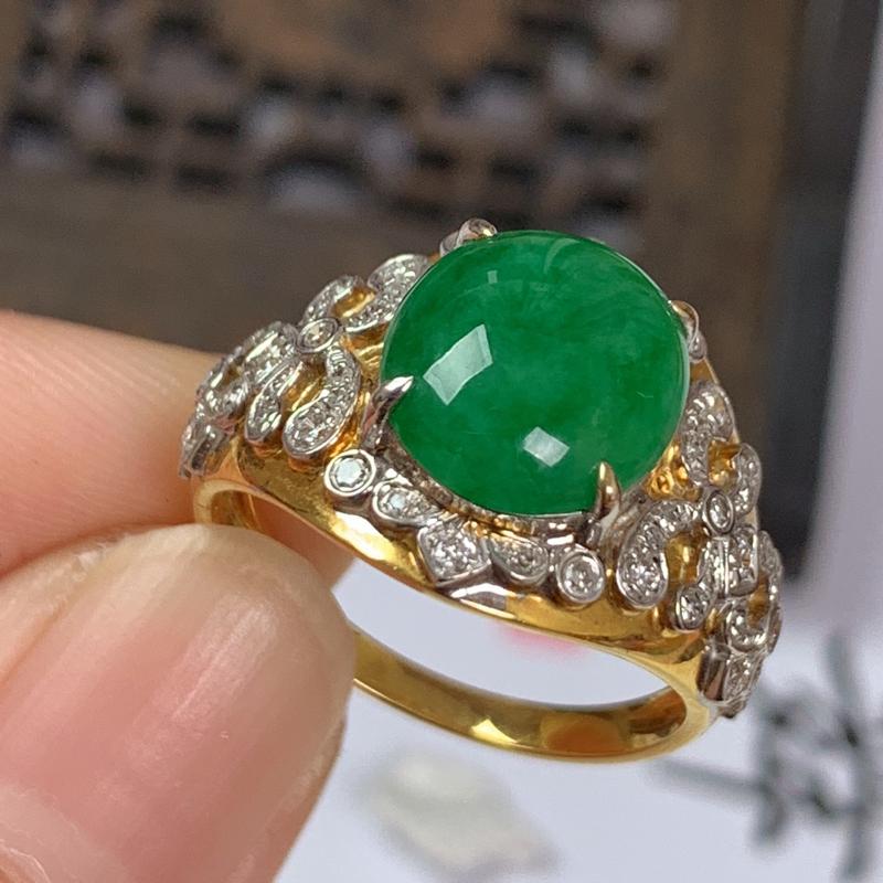 缅甸a货翡翠,18k金伴钻满绿戒指,玉质细腻,颜色艳丽,做工精细,佩戴效果更佳,整体14.8_9.5
