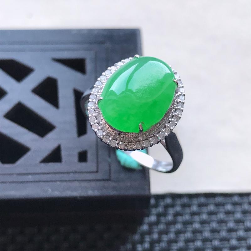 天然翡翠A货18K金镶嵌伴钻糯化种满绿精美蛋面戒指,内径尺寸18.5mm,裸石尺寸12-9.4-3.