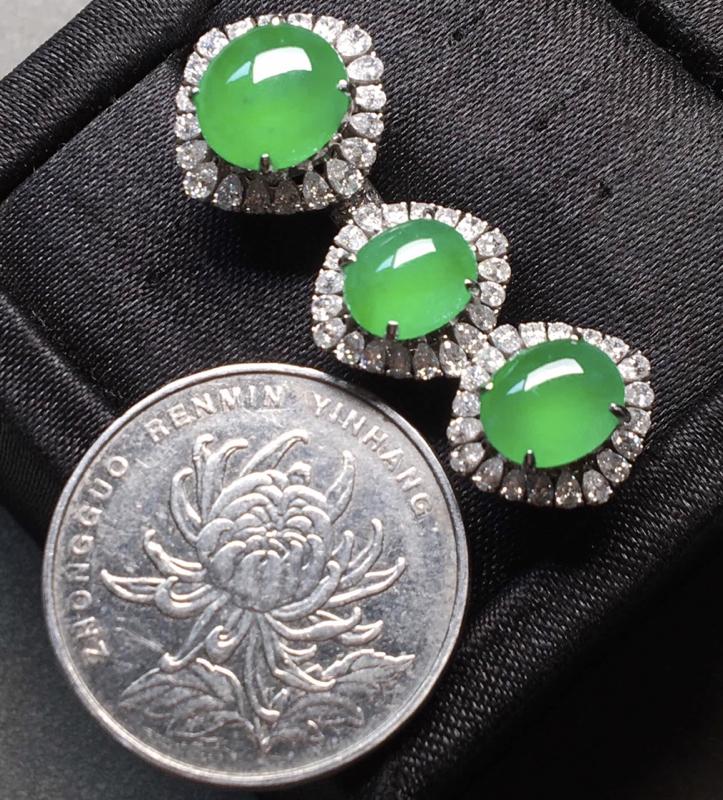 一套,冰阳绿戒指➕耳钉套装。完美。水头足。戒指裸石9/8.3/4--14.3/13.