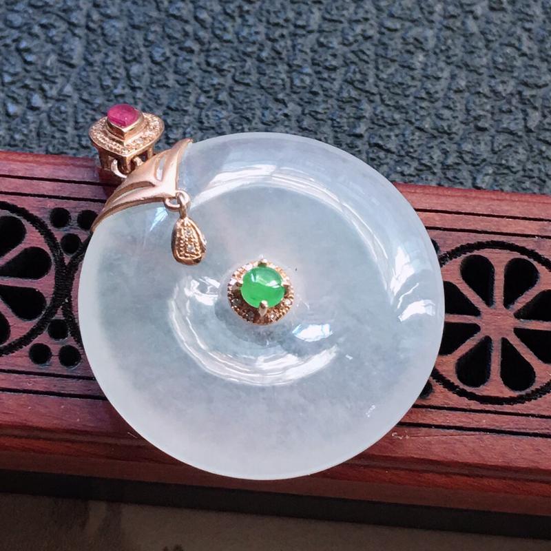 缅甸翡翠18K金伴钻镶嵌平安扣吊坠,颜色好,玉质细腻,雕工精美,佩戴送礼佳品,包金尺寸: 34.5*