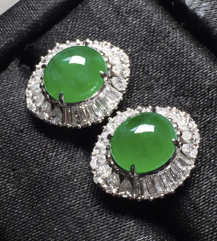 一套,冰阳绿戒指➕耳钉套装。完美。水头足。戒指裸石12.7/8.5/3.7-