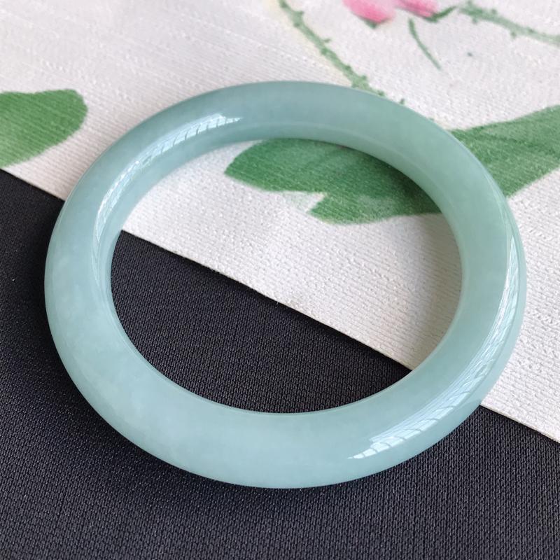 圈口53-54mm天然翡翠A货老坑糯化种湖水绿圆条手镯,圈口:53.4×9.7mm,料子细腻,水头好