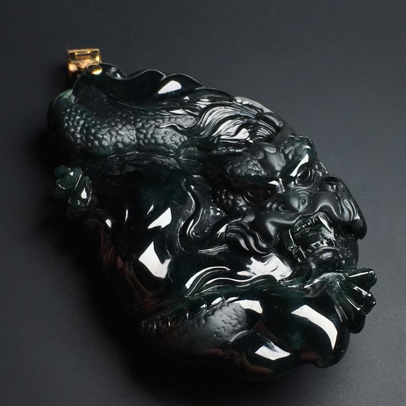 【墨翠龙牌】打灯透绿  玉质细腻  雕工精湛  款式精美  尺寸68-40-18毫米