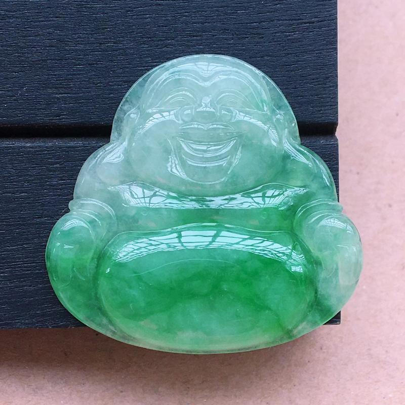 自然光实拍,缅甸a货翡翠,飘绿坐佛,种好细腻,颜色漂亮,玉质莹润,品相佳