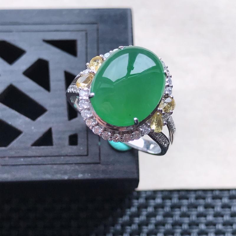 天然翡翠A货18K金镶嵌伴钻糯化种满绿精美蛋面戒指,内径尺寸18.2mm,裸石尺寸12-9.6-3m